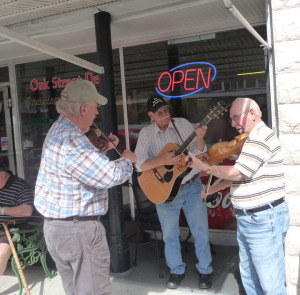 antiques in Arcadia - street musicians
